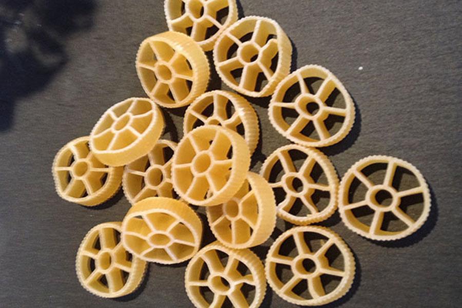 route pasta, rotelli, wagon wheel pasta