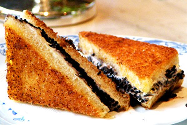 Cream Cheese  and Caviar Toasts